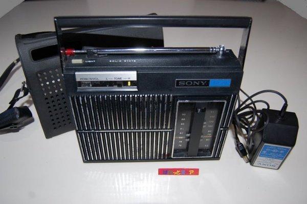 """画像1: ソニー Model:TFM-6300B FM/AM コンパクトハンディー """"action""""ラジオ  1971年日本製・ACアダプター付"""