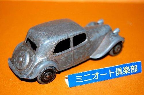 追加の写真1: フランス・DINKY-TOYS No.24N Citroen 11BL, 1st.-type 1949-1950年製・初期メタルタイヤ仕様・当時もの