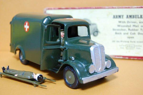画像1: 英国・Britains No.1512 Ford Army Truck Ambulance 1937・オリジナル・元箱付き (late 1940s/ early 1950s) 当時物